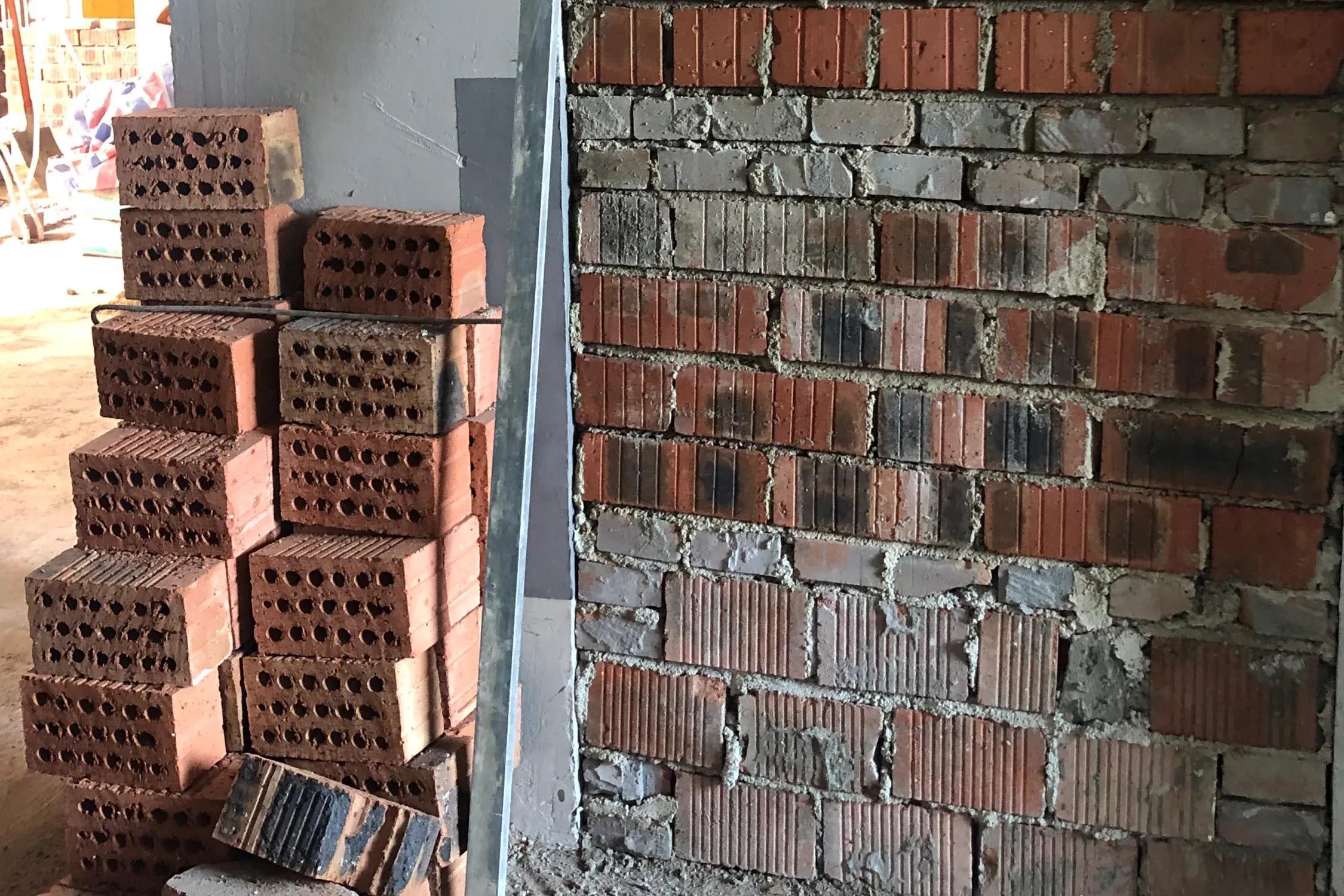 中铁骑士府邸,新建墙体施工现场
