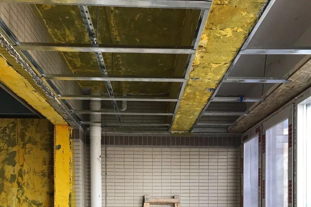千禧河畔,客厅龙骨吊顶施工现场