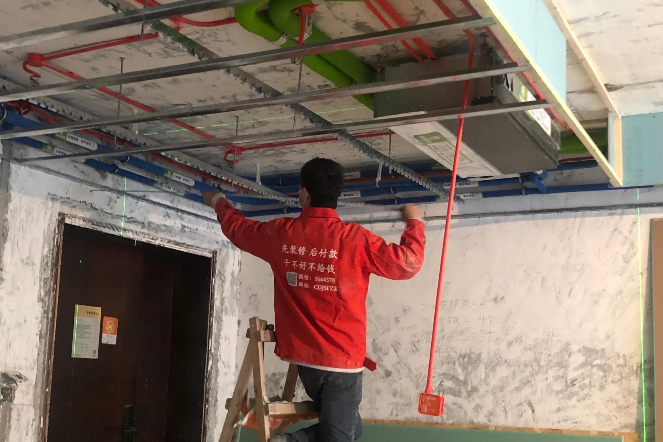 成都装修工地时代晶科名苑,吊顶施工现场