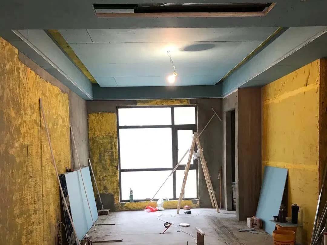 成都装修工地无国界,客厅吊顶施工现场