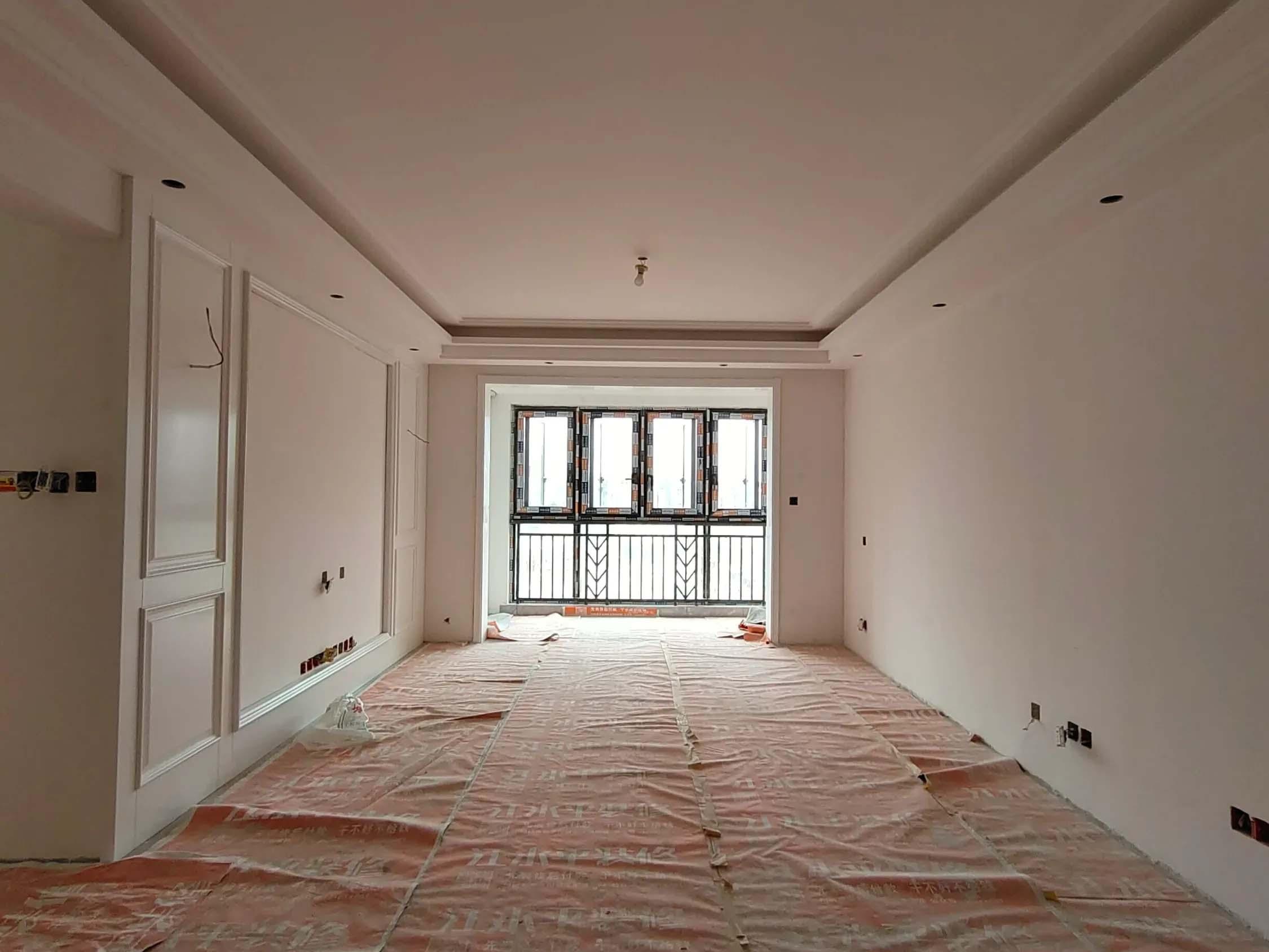 成都装修工地龙湖北城天街,马上进入乳胶漆工序了