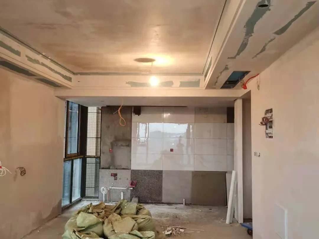 成都装修工地流溪别院,墙面第一遍石膏施工现场