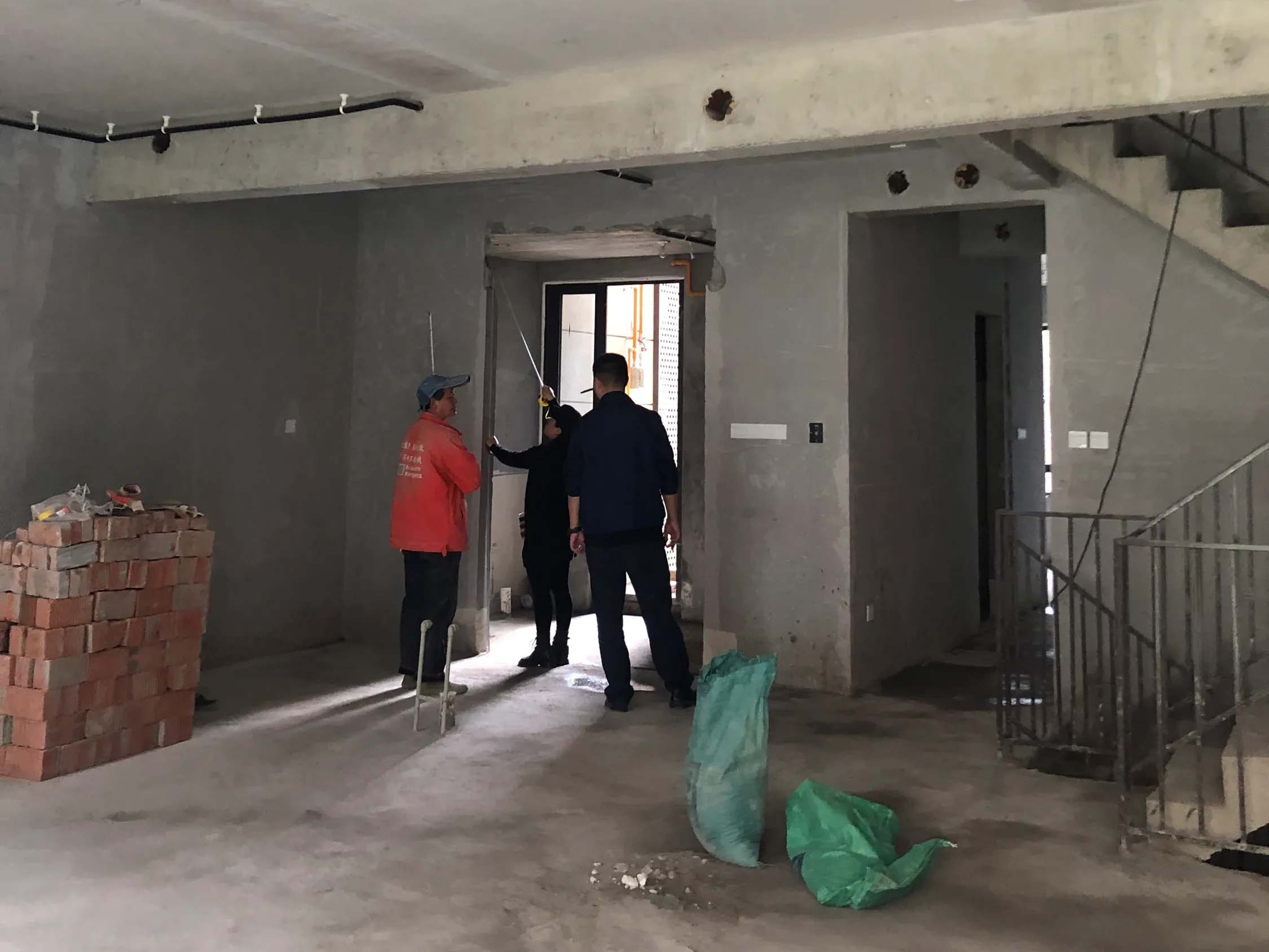 成都装修工地万科保利翡翠和悦,墙体打拆结束