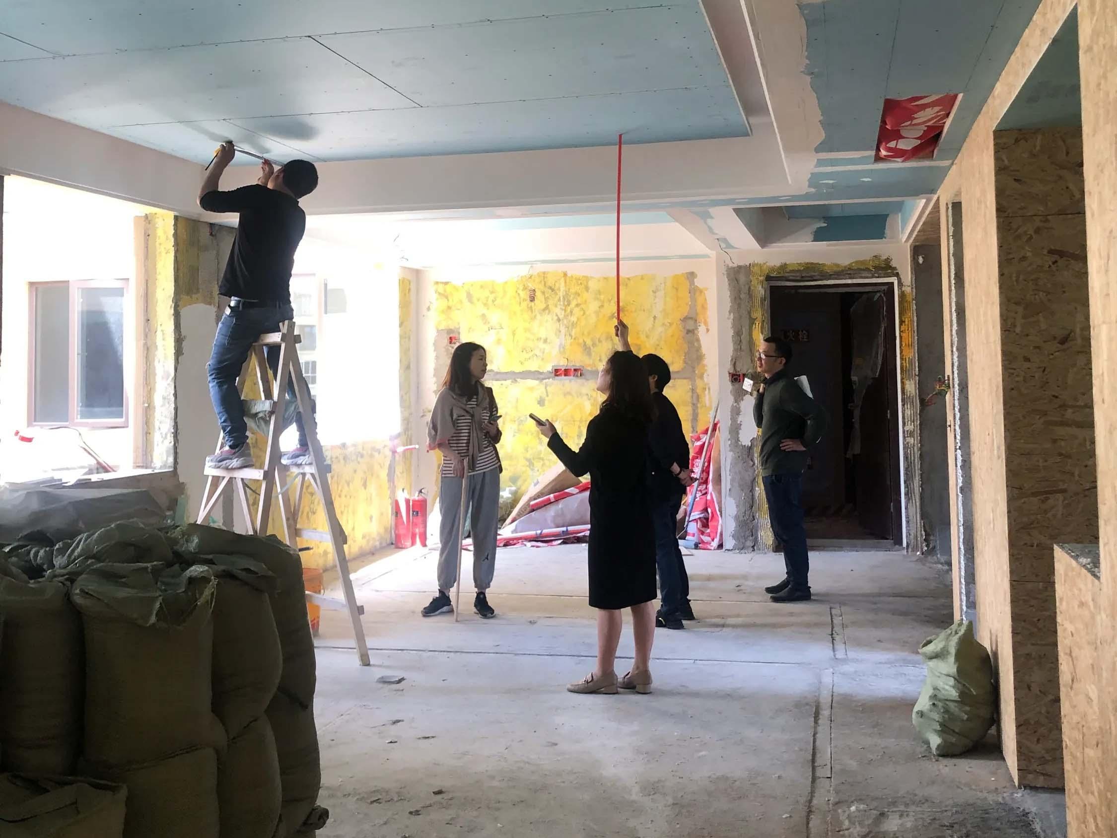 成都装修工地南湖国际锦辉阁,客厅卧室吊顶施工完毕