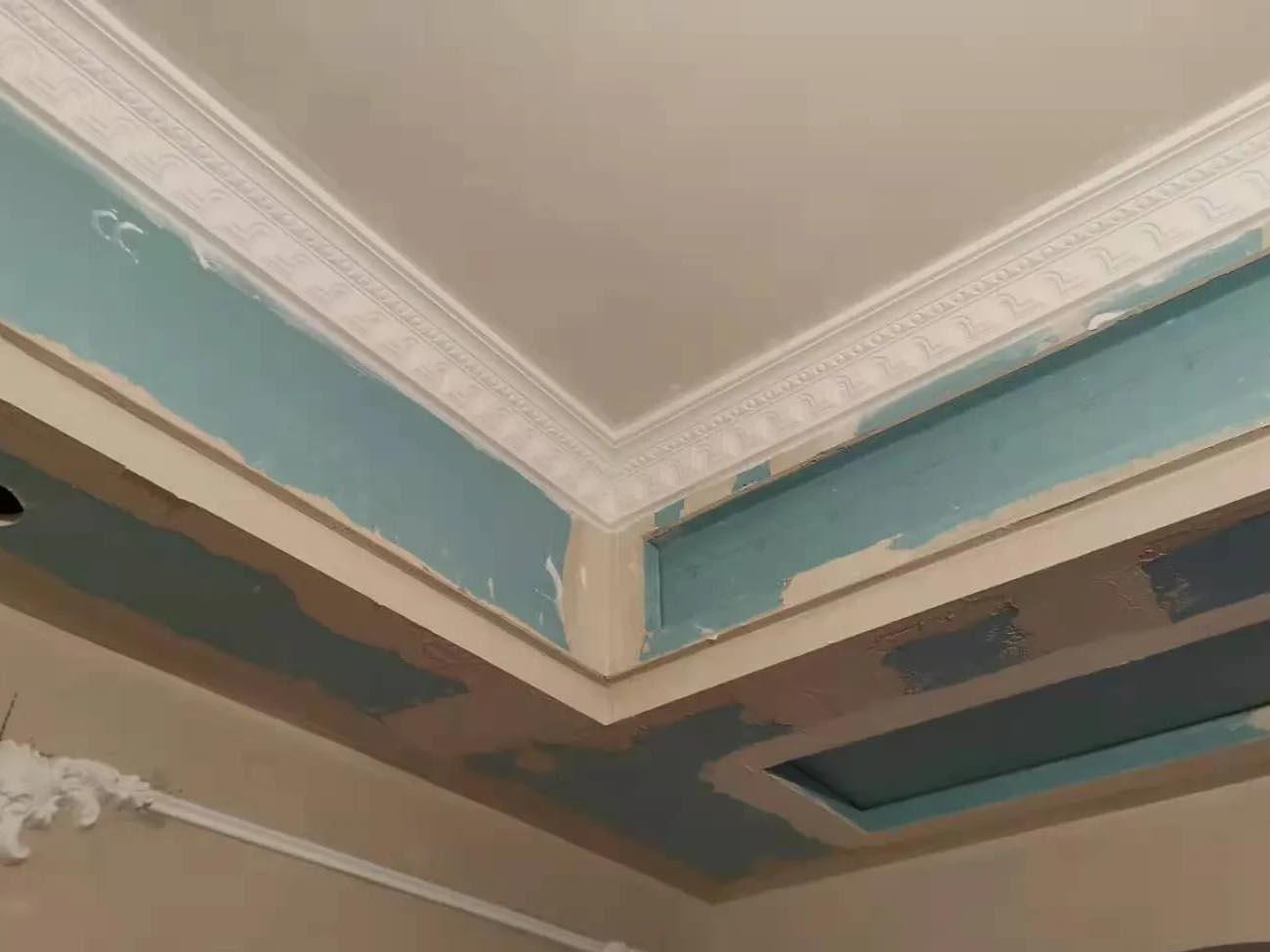 成都装修工地昌建星悦城,客厅卧室石膏线施工完毕