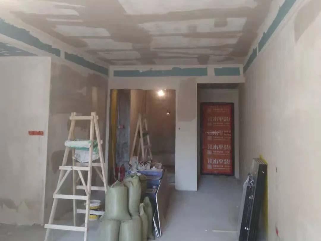 成都装修工地王府花园,第一遍石膏施工完毕