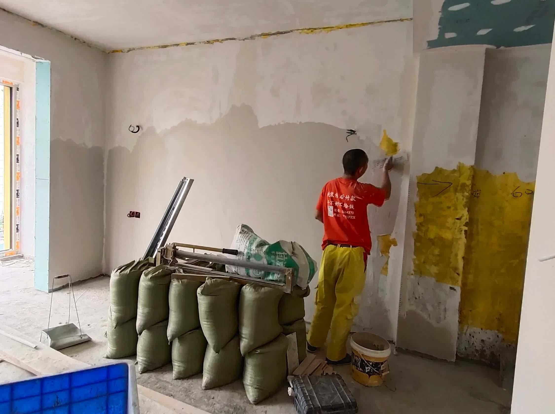 成都装修工地聚星城,墙面石膏腻子照片施工中