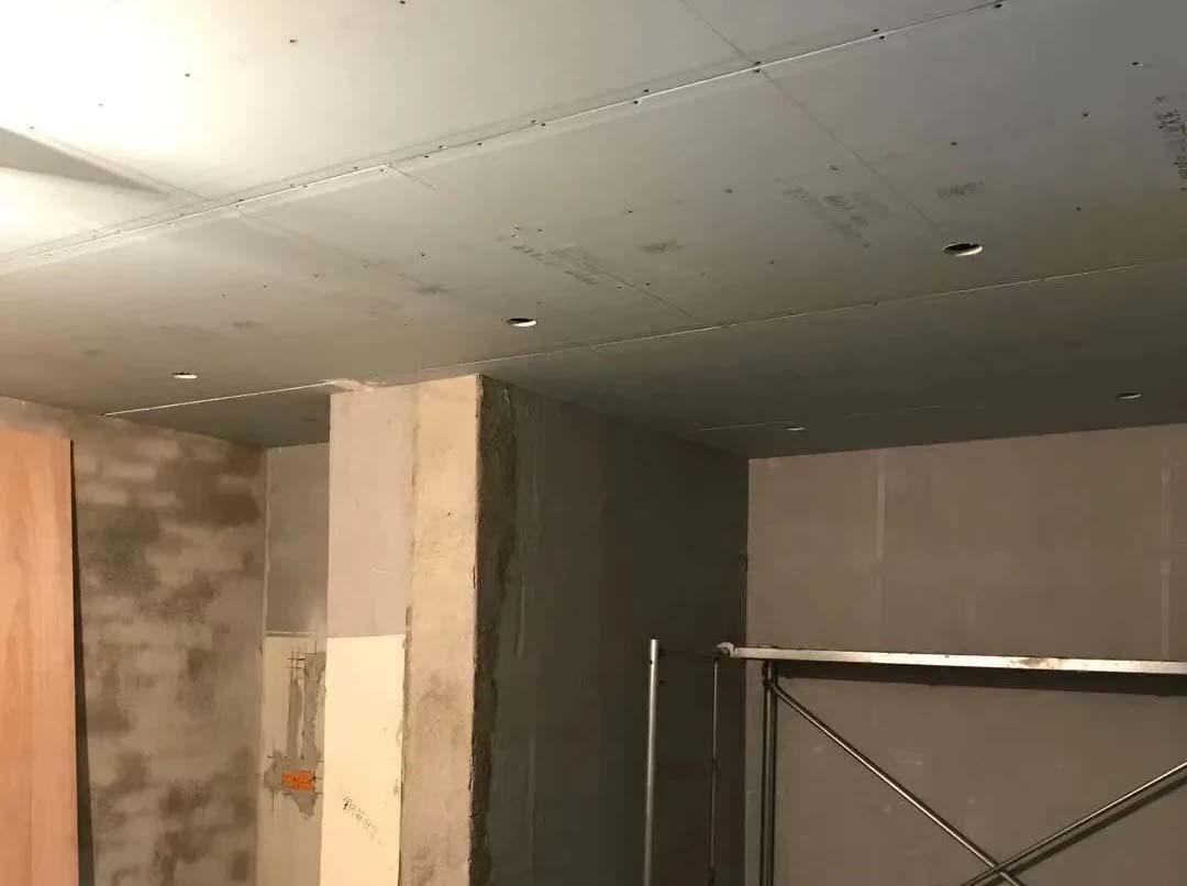 成都装修工地万科保利翡翠和悦,客厅卧室吊顶施工现场