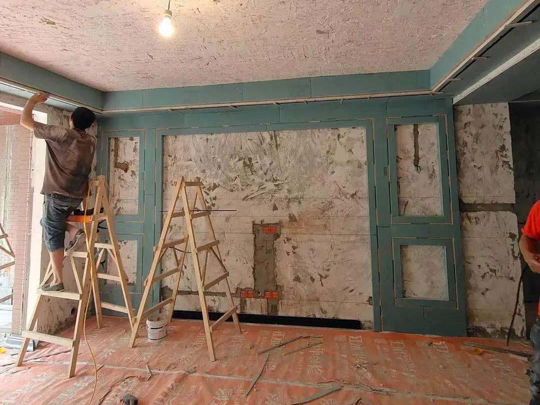 成都装修工地艺锦湾,客厅吊顶施工现场