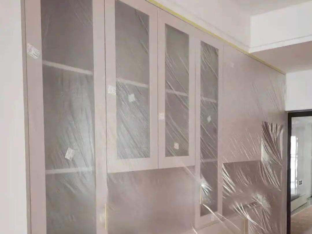 成都装修工地天府之南,底漆和顶面乳胶漆已刷完