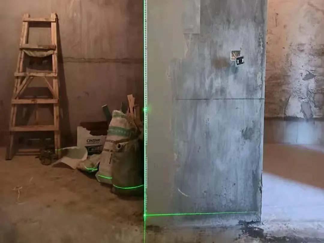 成都装修工地鹭湖宫,墙面基层粘防裂网阴阳角处理