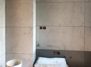 成都翡翠合悦装修厨卫墙砖施工完毕