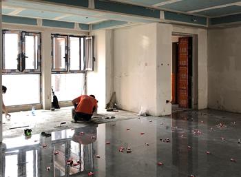 成都中粮祥云客厅900*1800大板地砖铺贴施工中